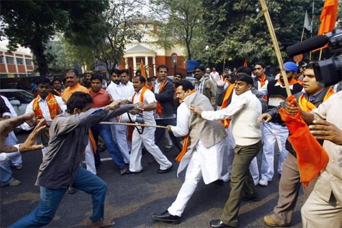 Hindu-Muslim Clashes in Indian Gujarat 40 Arrested