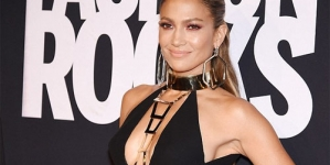 Jennifer Lopez Dominates the Red Carpet at Fashion Rocks