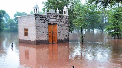 Survey Declares 600 Gujrat Houses Worst-hit by Flood