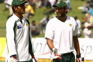 shahid afridi bowling records
