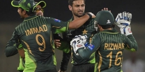 Shoaib Malik and Azhar Ali Get A Category Central Contracts