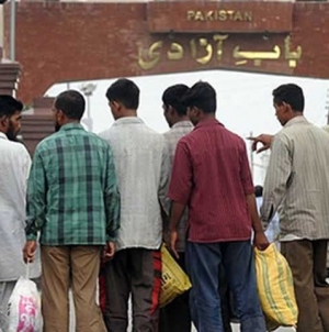 86 Stranded Indians Cross Wagah on Foot