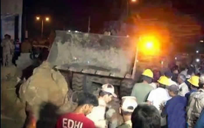 13 Killed as Landslide Hits Karachi Slums