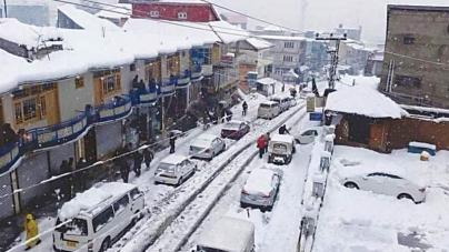 Naran Valley paralysed by heavy snowfall