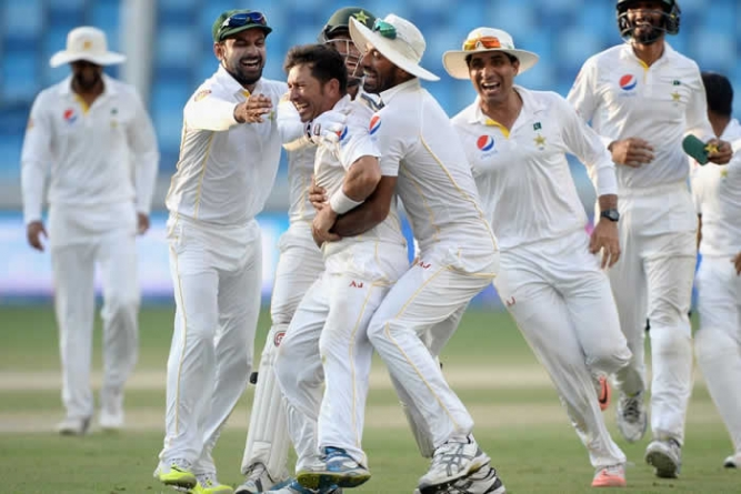 Pakistan Beat England by 178 Runs, Lead Series 1-0