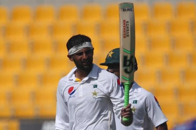 Shoaib Malik Suffers Dehydration After Double century