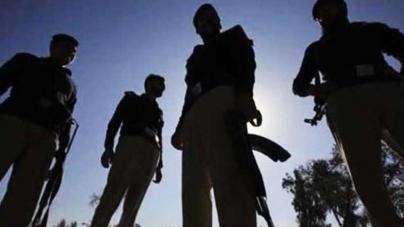 10 policemen injured in bid to arrest Nanga Parbat killer