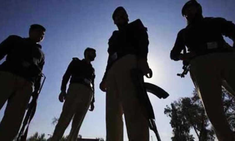 10 policemen injured