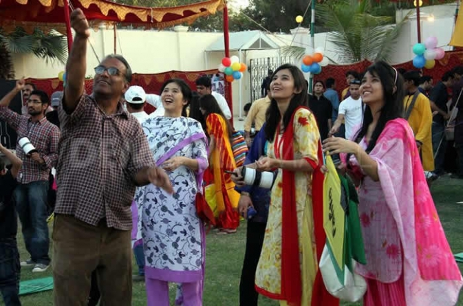MQM organizes kite festival in Karachi