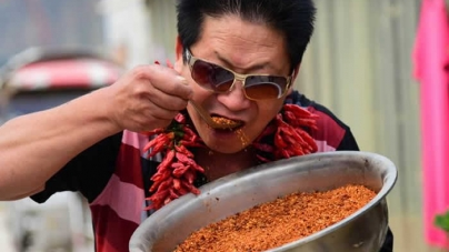 Watch Video: Chinese Man Eats 2.5kg of Chillies a Day