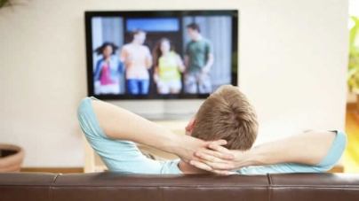 Binge Watching as a Young Adult Speeds Up Cognitive Decline: Study