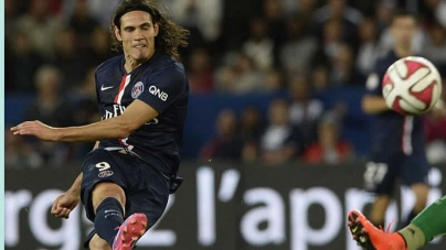 Late Cavani Strike Puts Paris In League Cup Quarters