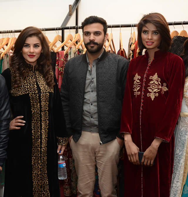 Khizar-Durrani-with-Models