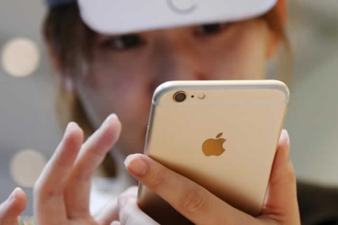iPhone sales to fall for 1st time