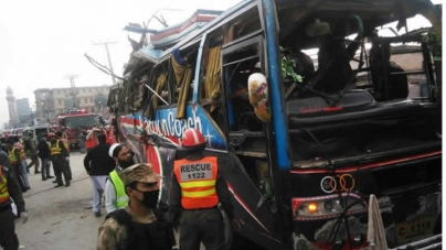 15 killed in Peshawar Bus Blast