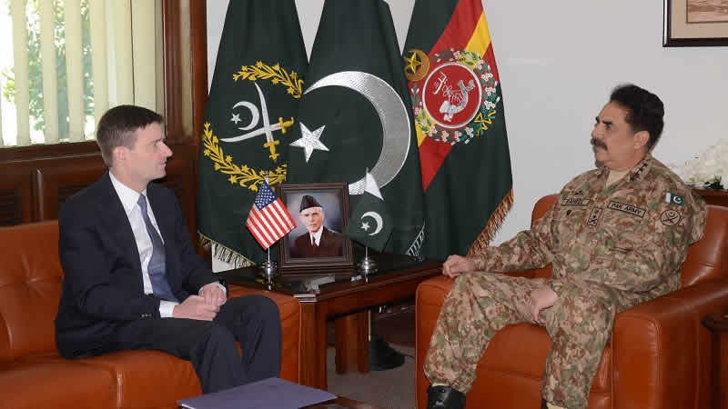 David Hale meets Gen Raheel Sharif
