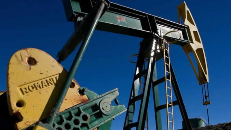 Oil Prices Boosted By Dollar Slump