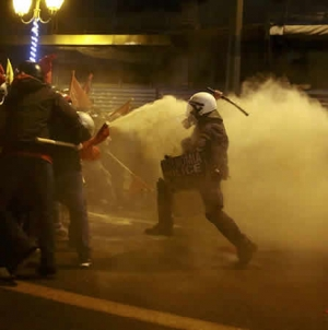 Anarchists Clash With Athens Police Over Obama Visit