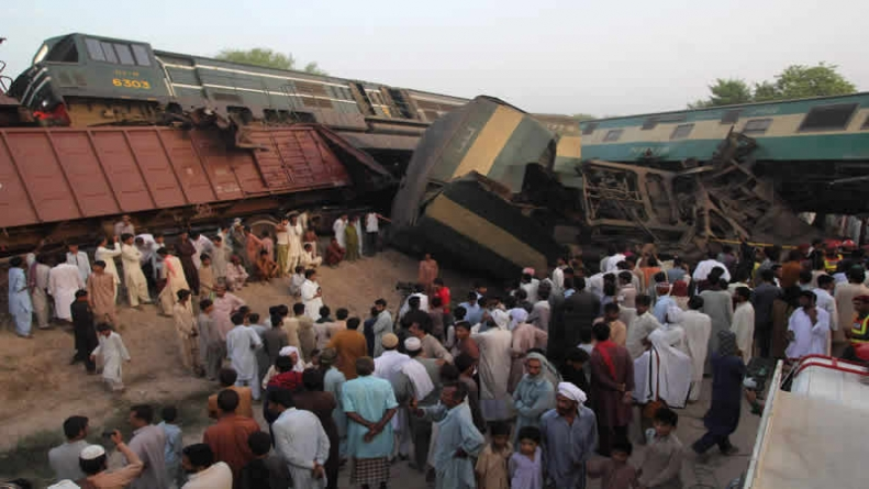 At Least 21 killed As Two Trains Collide In Karachi