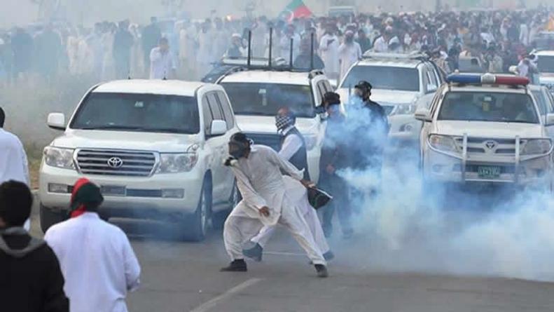 PTI Protesters Retreat To Swabi On Imran's Insistence