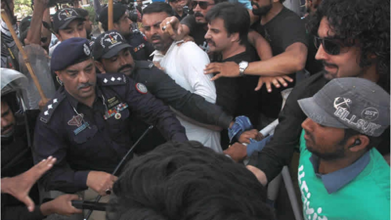 Police Use Water Cannon Against 'FixIt' Campaigners In Karachi