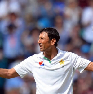 Younis First Pakistan Player To Reach 10,000 Test Runs