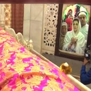 Maryam Nawaz kicks off NA-120 Campaign, visits Data Darbar