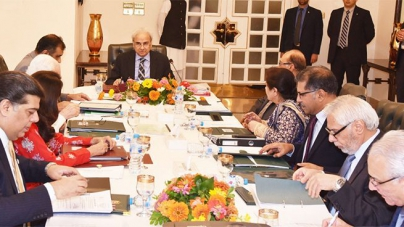 Cabinet takes back decision to hold Nawaz, Maryam's trial in jail