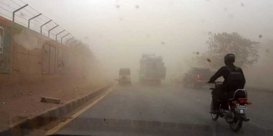 Three killed, 86 injured as dust storm hits Karachi