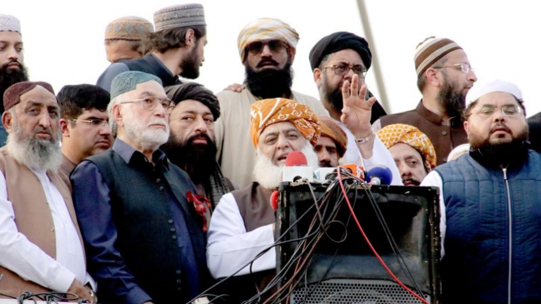 Azadi March: Fazlur Rehman gives PM Imran two days ultimatum to resign