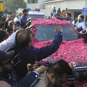 Convicted ex-PM Sharif departs for London for medical treatment