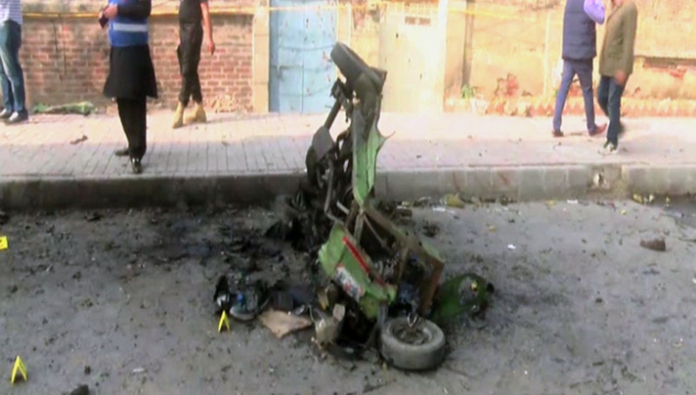 Lahore: Investigation launched as explosion in rickshaw injures ten people