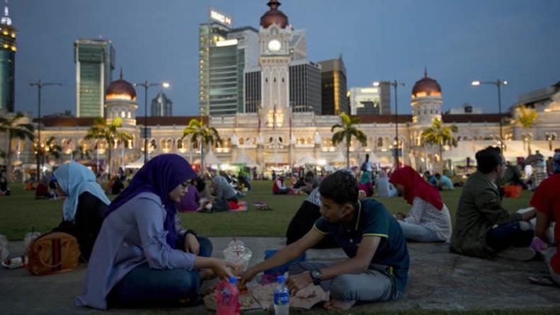 Muslims Grapple with Ramazan Rituals in Coronavirus Era