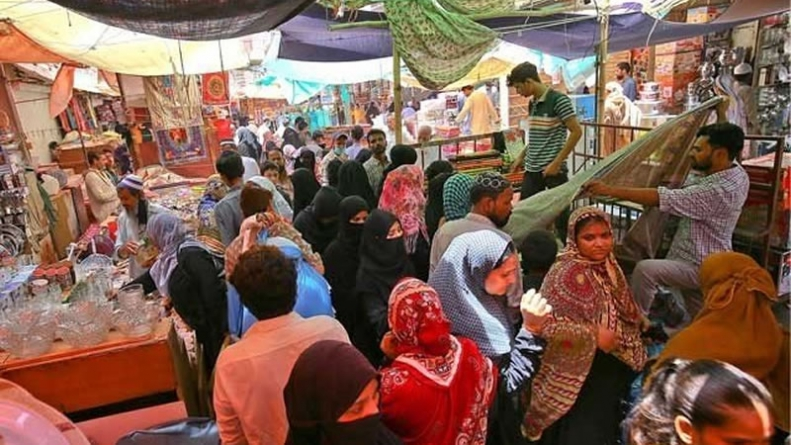 Lahore Witnesses Gridlocks, Long Queues of Shoppers