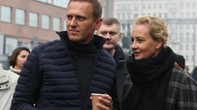 Alexei Navalny: Putin Critic 'Probably Poisoned' – doctors