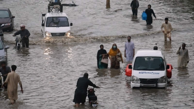 Celebrities lament the havoc caused by Rainfall in Karachi