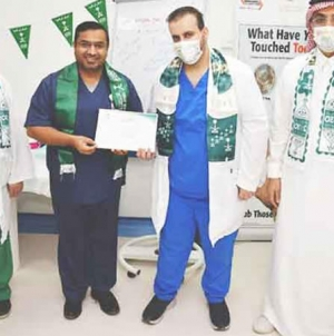 Pakistani doctor wins Saudis' Praise for Leading Fight against Covid-19