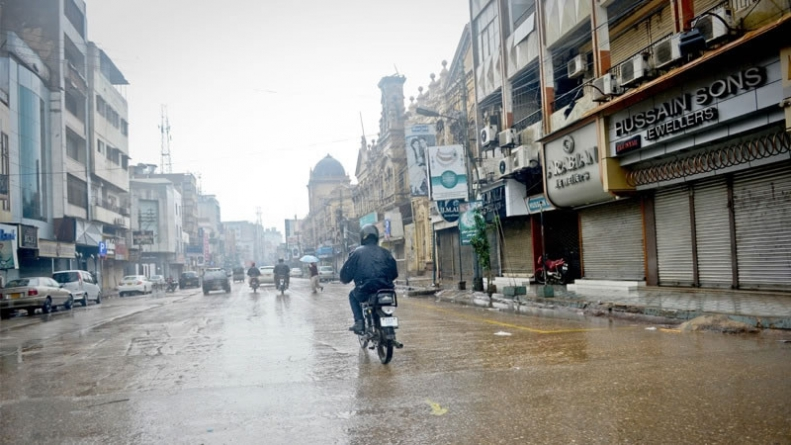 Heavy rains hamper business activities in Karachi