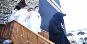 Kabah's doors opened for PM Khan as he performs Umrah