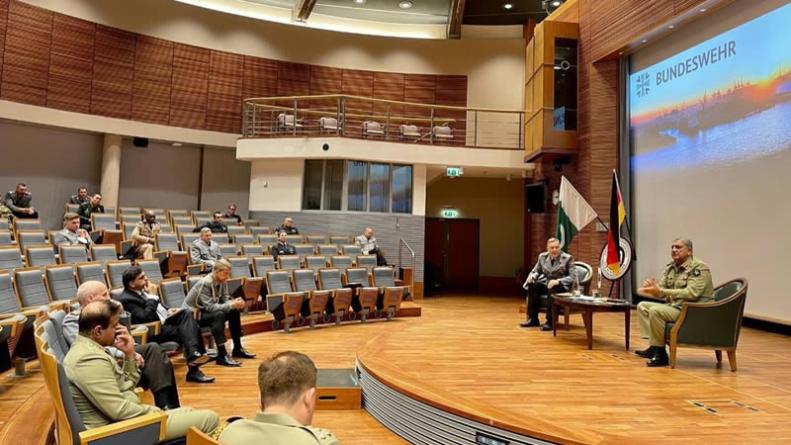 Gen Qamar seeks 'meaningful international support' to Resolve Regional Issues