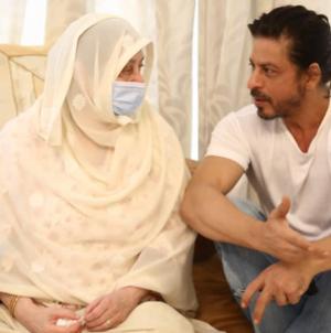 Shah Rukh's photos with Saira Banu melt your heart