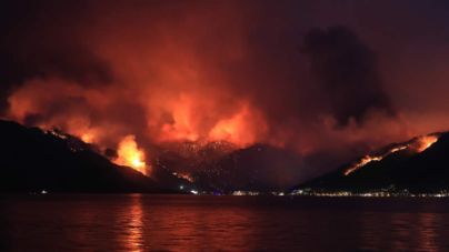 4 killed, more than 180 Injured as Forest Fires Rage near Turkish resorts