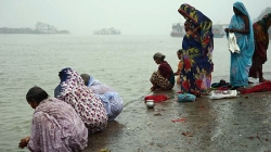 100 Bodies, Many Children, Found Floating in Ganges