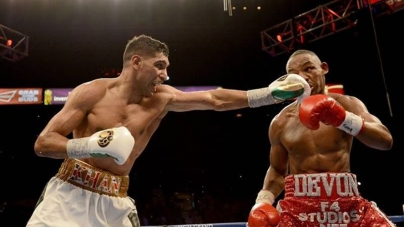 Amir Khan Beats Devon Alexander by Unanimous Decision