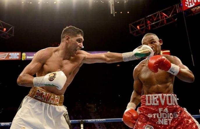 Amir Khan Beats Devon Alexander by Unanimous Decision