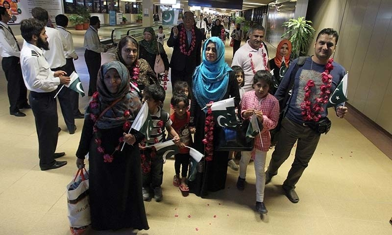Pakistanis Return from Yemen