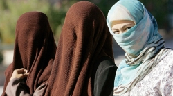 China Bans Wearing Burqa in Biggest Muslim City