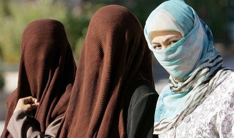 China Bans Wearing Burqa in Biggest Muslim City