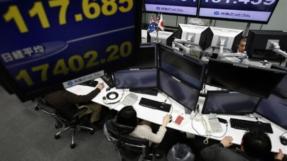 Euro Edges Up in Asia After Greece Promise