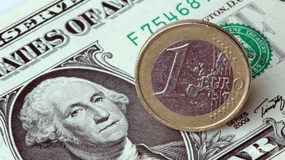 Euro Falls Against Dollar On Negative Eurozone Inflation